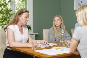 Gruppträffar  Diskutera föräldraskapets alla underbara och utmanande överraskningar